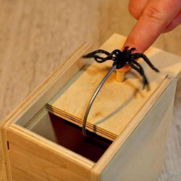 Hot Sale New Surprise Animals Spider Bite in Wooden Box Gag Gift Practical Funny Joke Prank 5