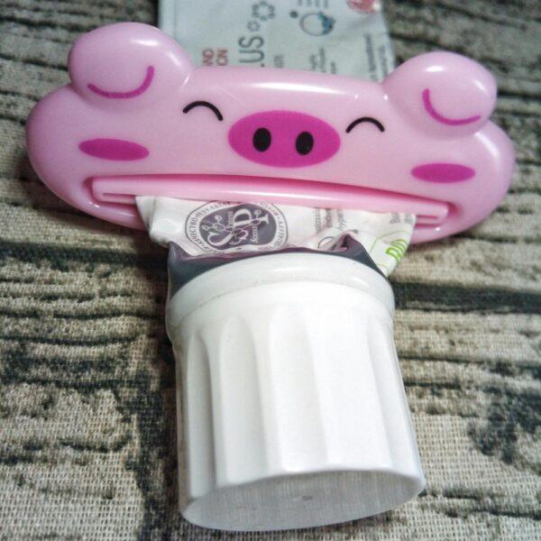 ISHOWTIENDA HOT 1pc 9cm 4 cm Bathroom Home Tube Rolling Holder Squeezer Easy Cartoon Toothpaste Dispenser 3